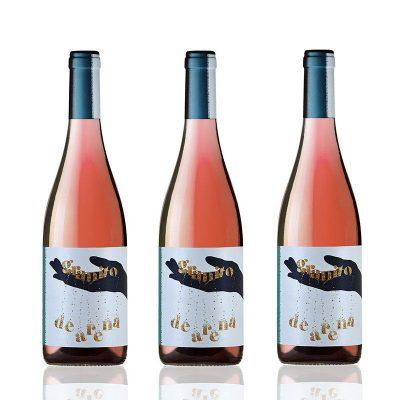 tres botellas de vino rosado granito de arena